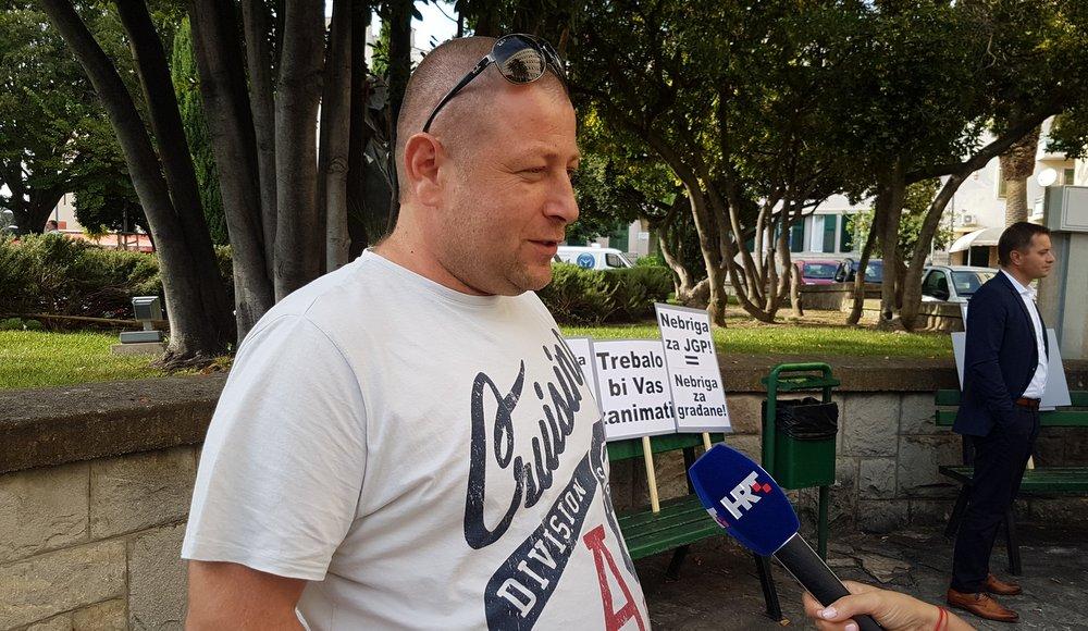 Vjekoslav Centner Centa na prosvjedu iznosi probleme radnika Prometa
